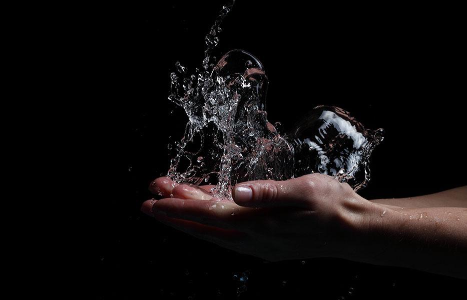 Фотообои арт рука рука вода