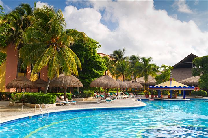 Фотообои море пальма бассейн бунгало