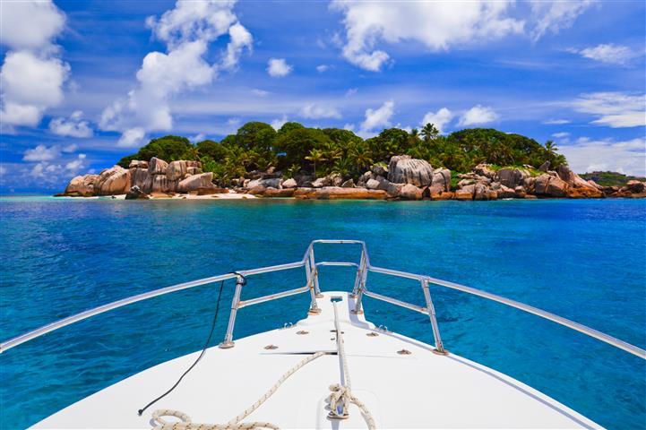 Фотообои море корабль океан остров