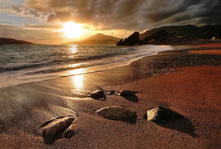 Фотообои море камни закат пляж