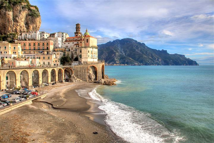 Фотообои море город песок океан