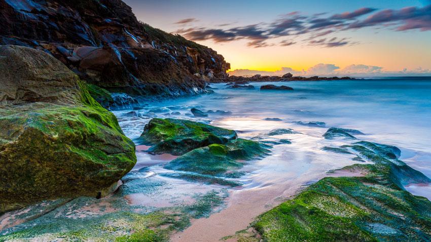 Фотообои море камни закат песок